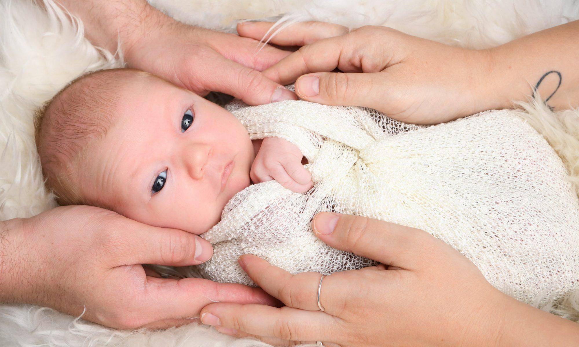 Emotionale Neugeborenenfotos mit viel Herz für Berlin & Brandenburg